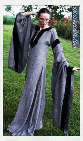 2016-08_Racaire_Meridian-color_12th-century-dress_finished_05