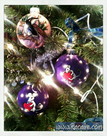 2016-12_Racaire_handpainted-christmas-ornaments-for-family-and-friends