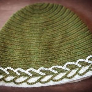 nalbinded cap - green & white - large
