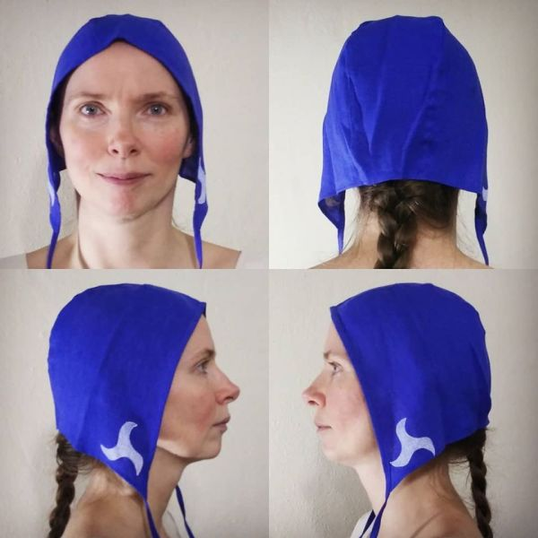 Medium blue linen coif/arming cap made from lovely blue linen fabric, handprinted in white with a hand carved triskele stamp. Machine washable!