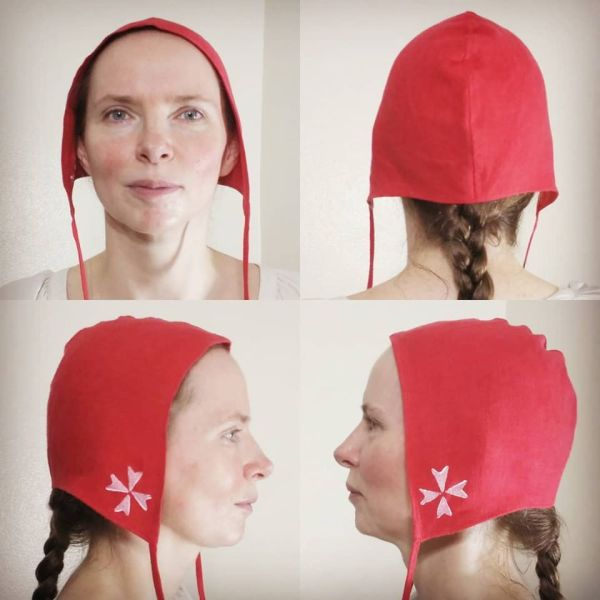 Medium linen cross coif/arming cap made from red linen fabric, handprinted in white with a handcut cross stamps. Pre-washed fabric & ready to wear! Machine washable!