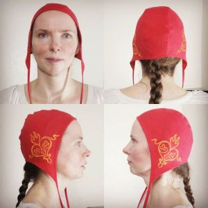 Small red linen coif / arming cap made from red linen, printed by hand in yellow with a handcut 12th century inspired stamp. Pre-washed fabric, coif is ready to wear & machine washable!