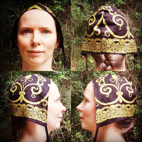 Small size linen coif / arming cap made from black linen fabric andhand printed with hand carved 12th century stampswith premium gold print. Pre-washed fabric, ready to wear & machine washable!