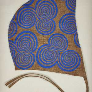 Medium brown linen coif/arming cap made from lovely brown linen fabric, handprinted in blue with a hand carvedtriple spiral stamp based on Neolithic artwork from the Newgrange site in Ireland. Ready to wear, pre-washed fabric! The coif is machine washable!