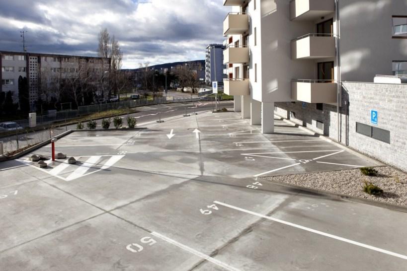 Dostatok parkovacích miest čaká pri dome aj v podzemných priestoroch. Foto: Corwin Capital