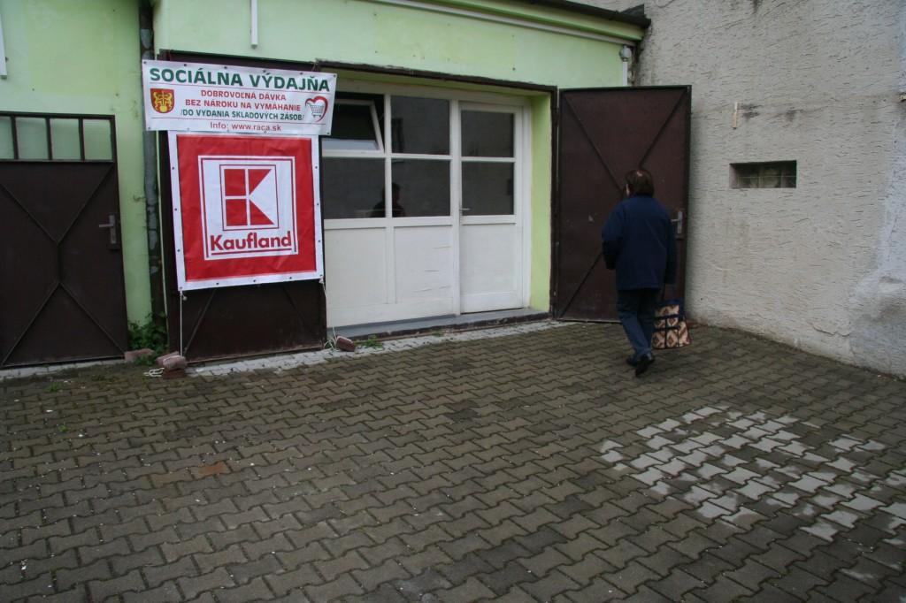 Nové priestory sociálnej výdajne vo dvore na Námestí Andreja Hlinku.