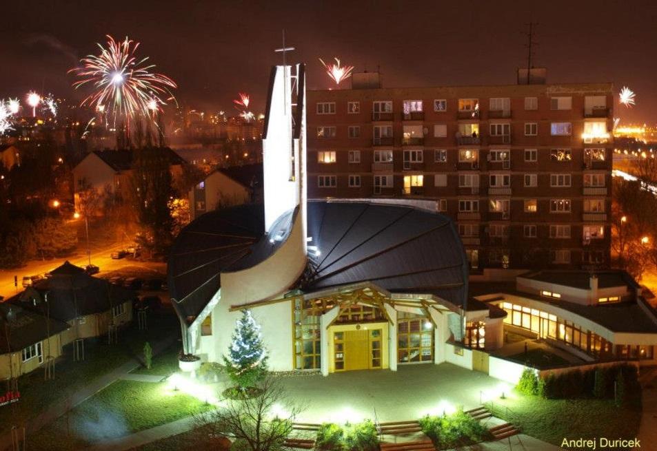 Vojenská Katedrála sv. Šebastiána na Peknej ceste v Krasňanoch.
