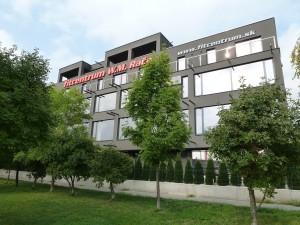 Fitcentrum W.M. Rača - pohľad od nákupnej zóny s Kauflandom