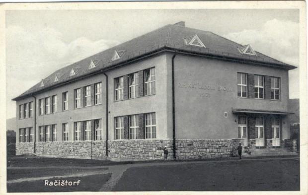 Školský dvor na Čachtickej ulici bol dejiskom veľkých hokejových zápasov račianskeho tímu.