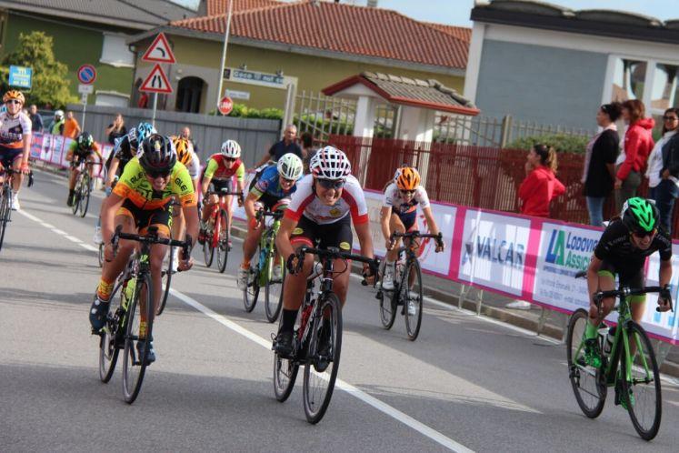 Francesca Selva in volata nella gara open di Bottanuco