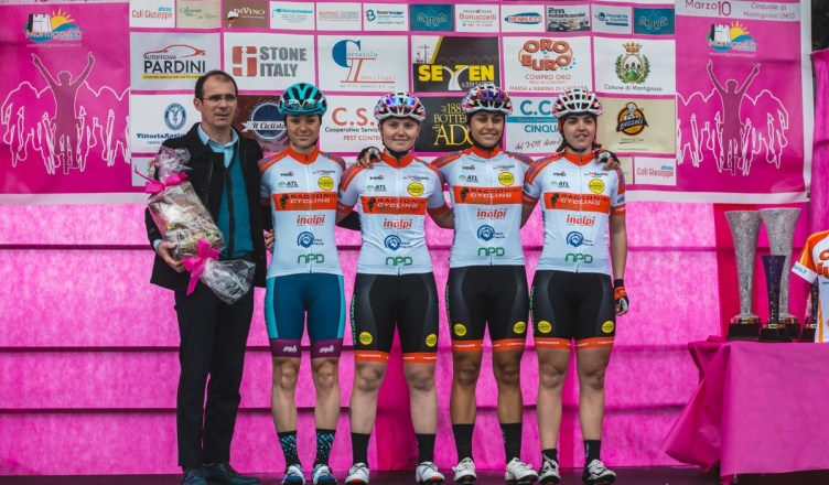 Foto di squadra a Montignoso