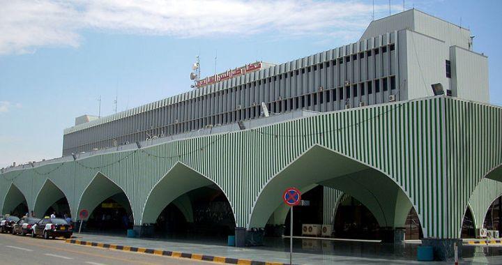 Raid aerei nella notte sull'aeroporto di Tripoli