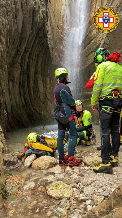 Escursionista precipita sul Gran Sasso, salvato