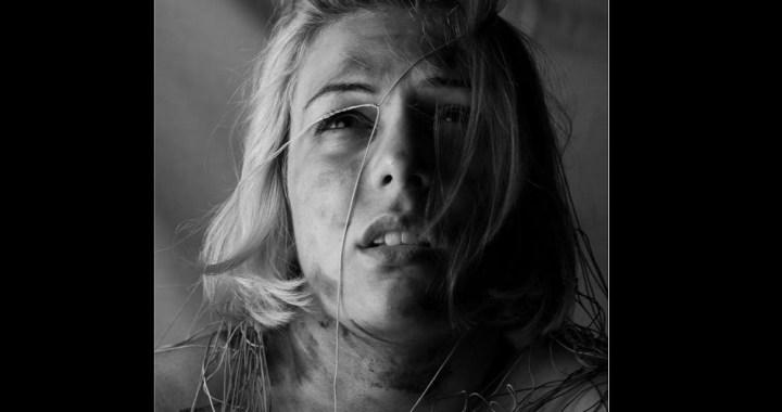 La forza delle donne: scatti di sofferenza