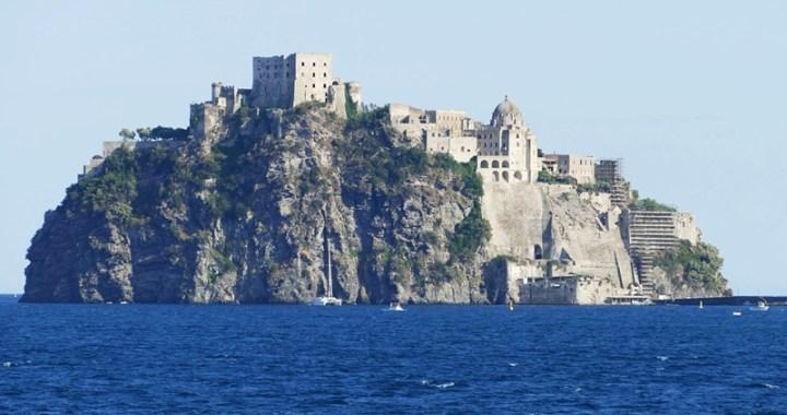 Ischia: il castello aragonese simbolo dell'isola