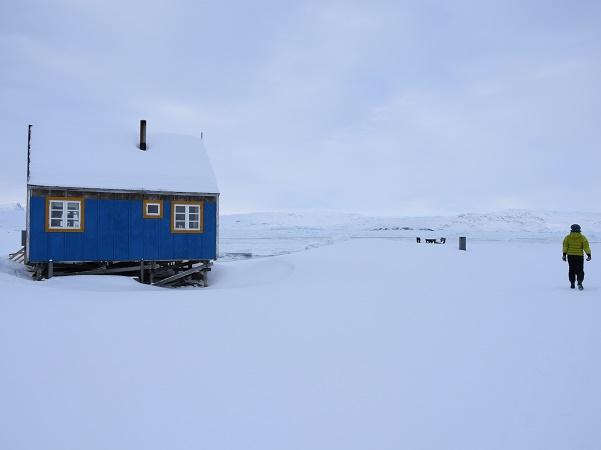 Non è necessario percorrere lunghe distanze né essere allenati camminatori per potersi godere i paesaggi groenlandesi invernali.