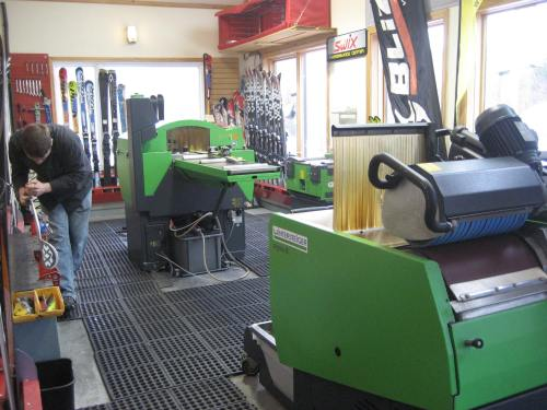 Peak Ski Shop ski tuning in 2010 with a Wintersteiger Sigma RS350 and TrimJet.