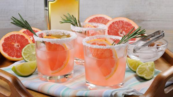 5 drinks con Maestro Dobel - molly_sims_cocktail_stock_-_cropped