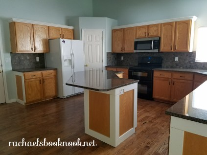 kitchen-with-molding-2