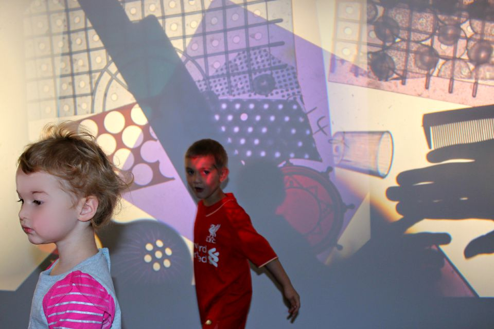 overhead projector art light play