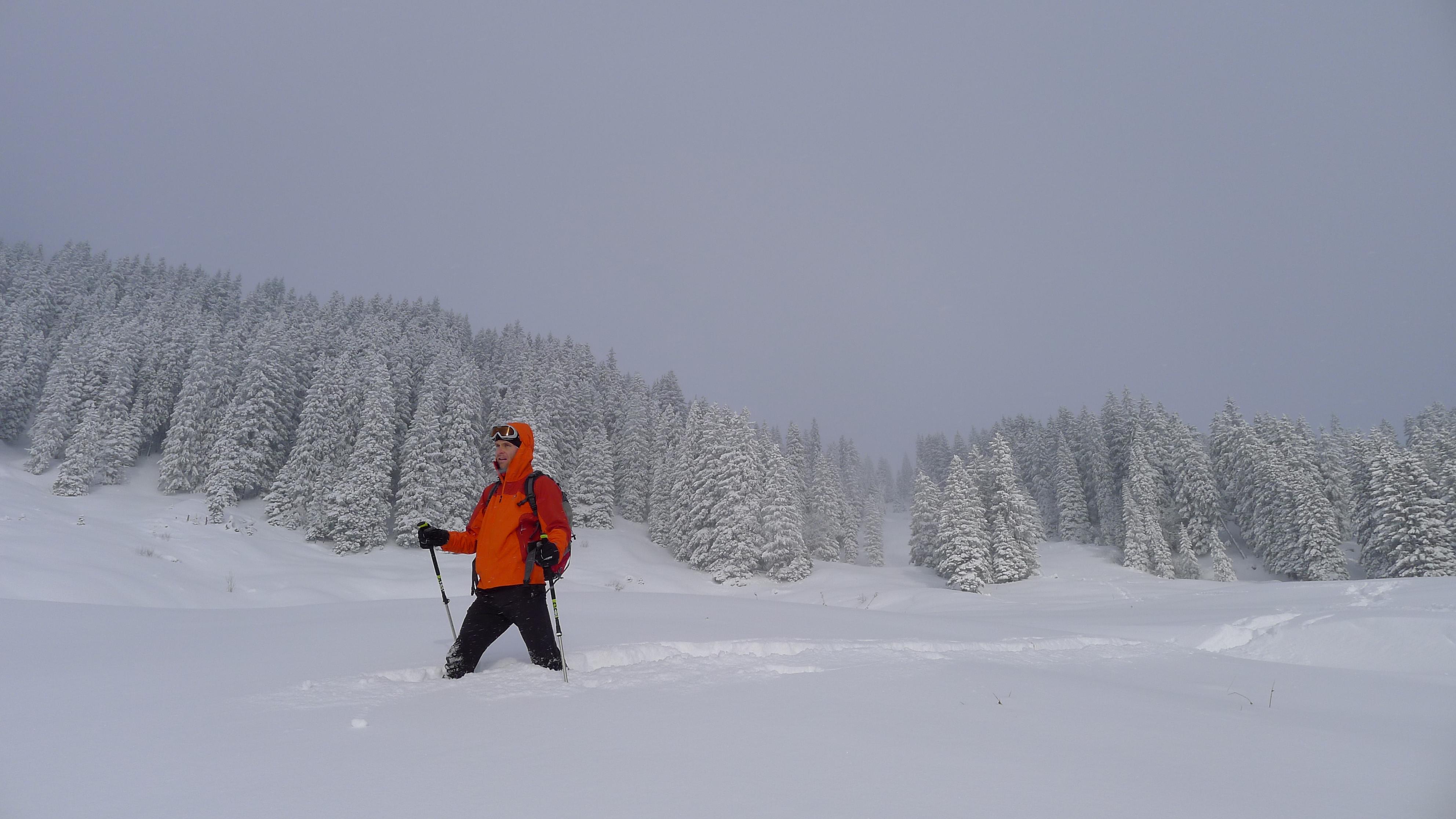 frisch geschneit schöne Bergtour Tiefschnee