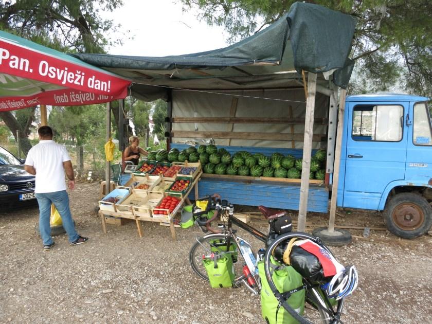 Obstverkäuferin aus Österreich in Bosnien