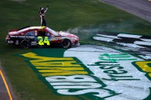 2011_Phoenix_Feb_NSCS_Jeff_Gordon_salutes_the_fans