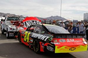2011_Las_Vegas_NSCS_Jeff_Gordon_towed_to_garage