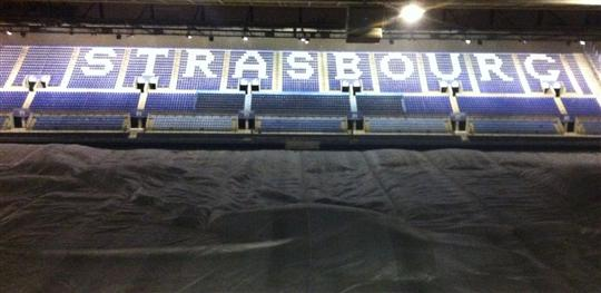 Pelouse bâchée au Stade de la Meinau