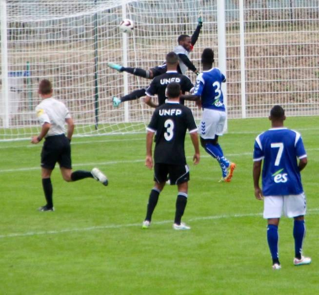 Malgré sa taille, Oumar SISSOKO est battu