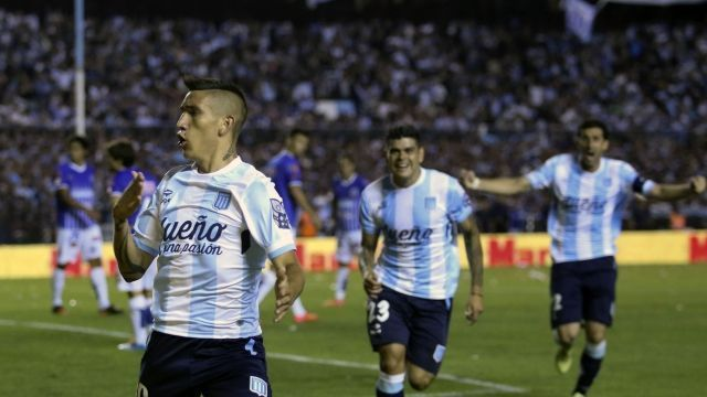 Ricardo Centurión gritando un gol ante Godoy Cruz.