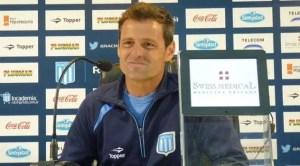 Diego Cocca en conferencia de prensa en Racing.