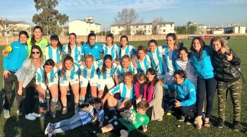 El equipo de fútbol femenino pelea por el ascenso.