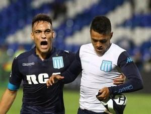 Maxi Cuadra y Lautaro Martínez festejan el gol del triunfo sobre Godoy Cruz.