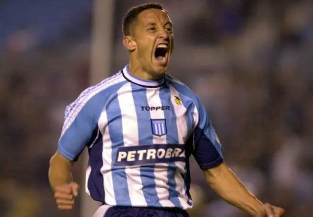 Luis Rueda grita un gol.