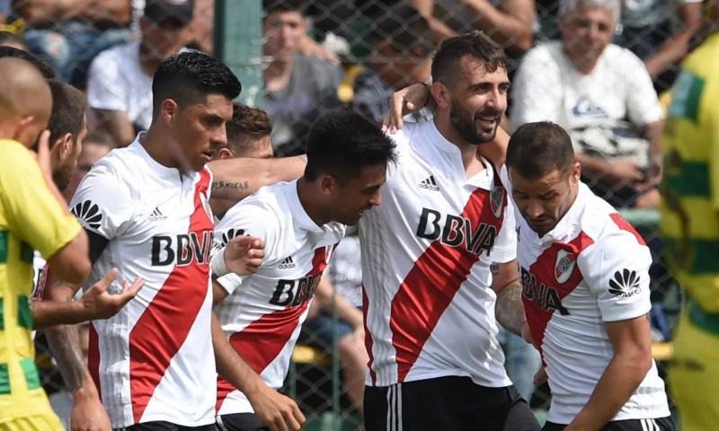 River festejando un gol ante Defensa y Justicia.