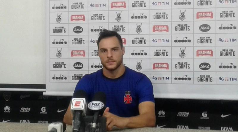 Desábato en conferencia de prensa.