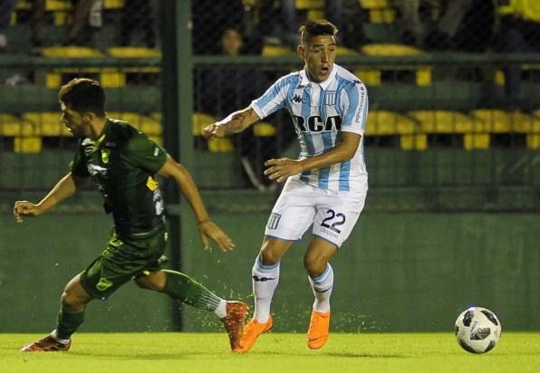 Ricardo Centurión jugando para Racing ante Defensa y Justicia.