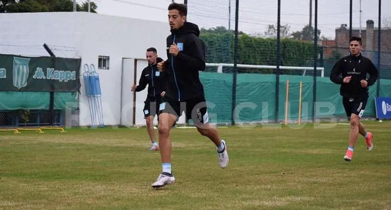 Fabricio Domínguez, volante uruguayo de la Reserva, firmará su primer contrato con la Academia.