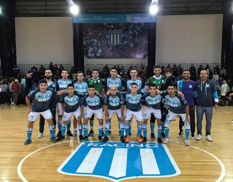 El equipo de futsal masculino de Racing venía entonado tras ganar el clásico de Avellaneda, pero perdió 2-1.