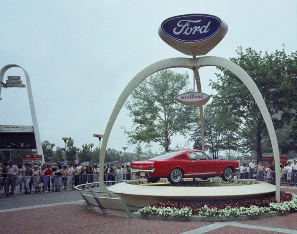 ford-mustang-exhibit-1964-world-fair-ny-daily-mail