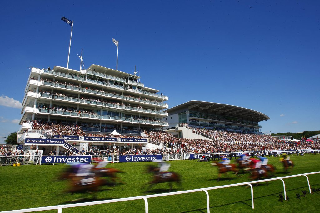 Runners in The Investec Mile pass the Epsom Stands  Pic Dan Abraham - focusonracing.com  Epsom 3.6.11