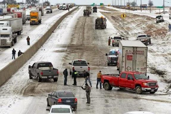 Pastor mobiliza congregação e cancela culto para salvar 200 motoristas presos no gelo