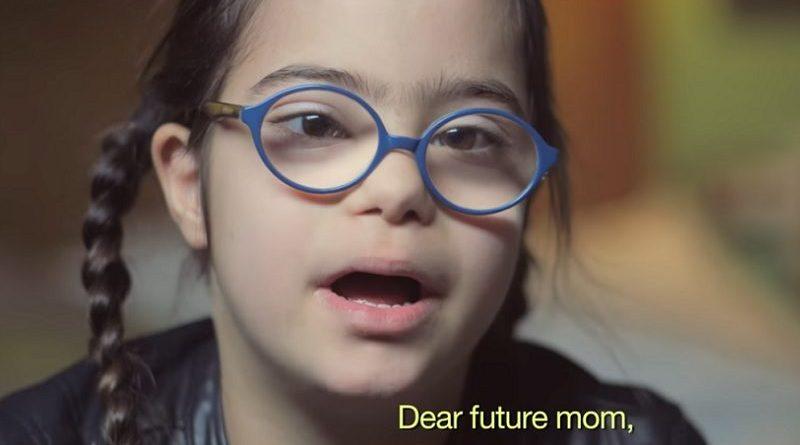 França censura vídeo de crianças com Down: sorriso delas é perturbador