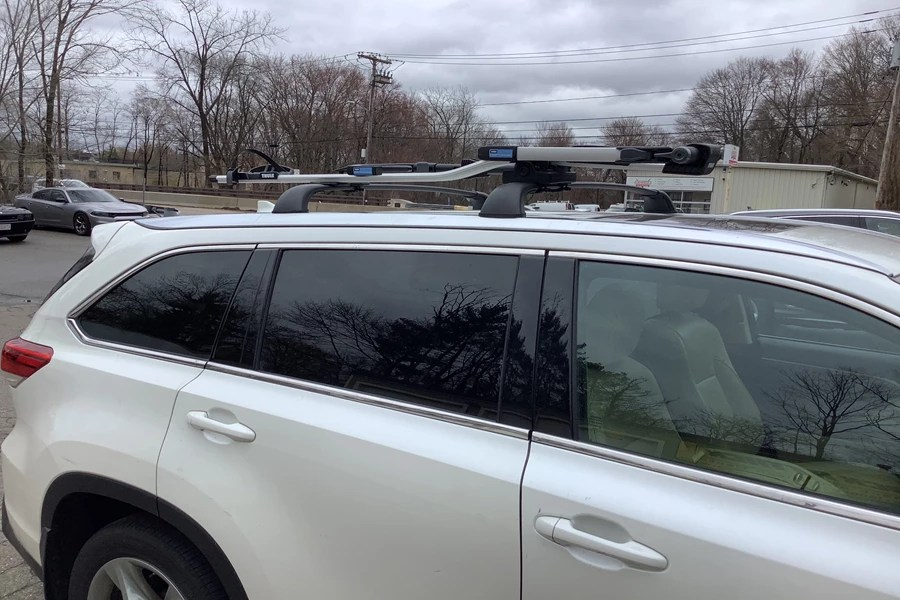 how to install roof rack cross bars on
