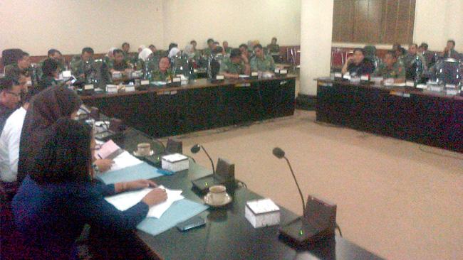 Suasana hearing Komisi III DPRD dengan belasan SKPD