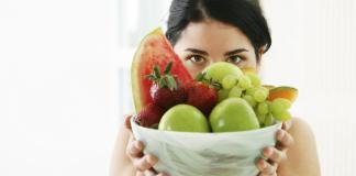 girl-with-bowl-fruit-