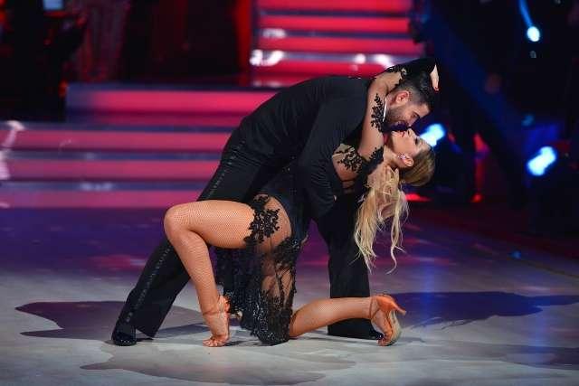danseaza printre stele antena 1 Dansează printre stele, un show spectaculos marca Antena 1, a debutat aseară