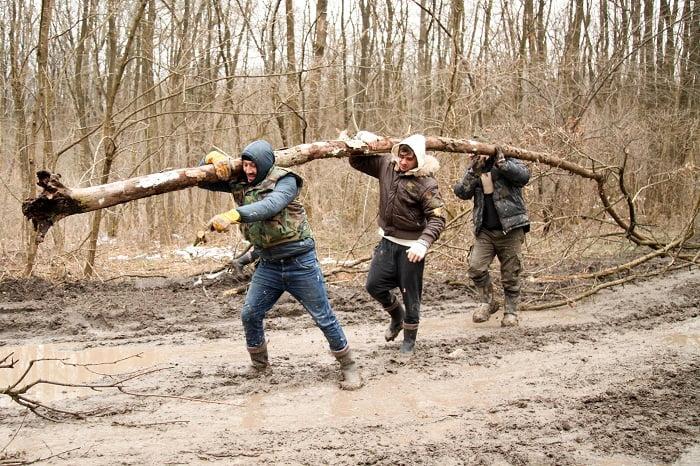 Cursa pentru copacul cazut Ferma Vedetelor PRO TV