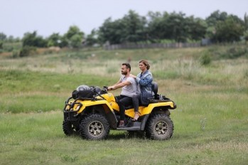 Ion Cucu a plimbat-o pe Anamaria cu ATV-ul GOSPODAR FARA PERECHE PRO TV